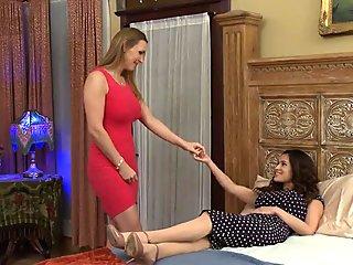 Moisty les Tanya Tate and Vanessa Veracruz