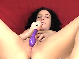 Older woman rubs her shaved pussy until it squirts