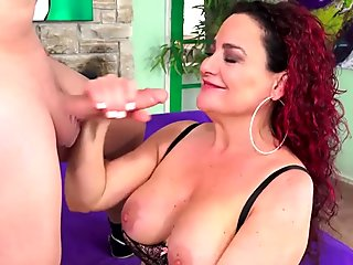 Experienced Mature Amanda Ryder Gets Dirty with a Long Dicked Man